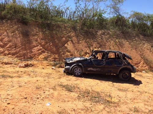 Carro ocupado por enfermeiras capotou na BA-623, trecho entre Vila Mariana e Maetinga
