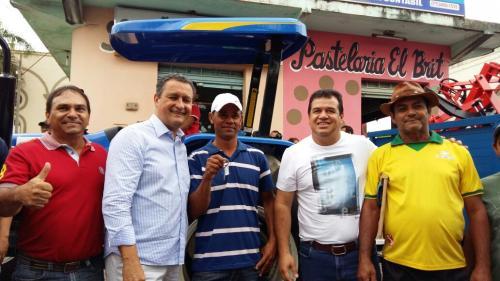 Vereador Tôe Brito consegue trator para a Associação dos Agricultores do Rio das Contas em Tanhaçu