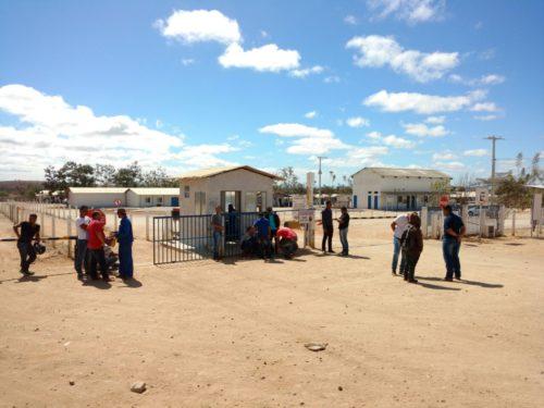 Enquanto em Brumado parou de vez, obras da Fiol em Tanhaçu estão em andamento e gerando empregos