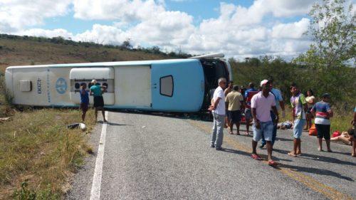 Ônibus tomba e deixa vários mortos e feridos na Chapada Diamantina