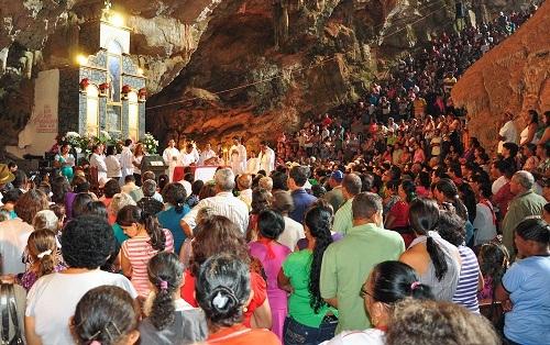 Festa do Sagrado Coração de Jesus é realizada na Gruta da Mangabeira em Ituaçu