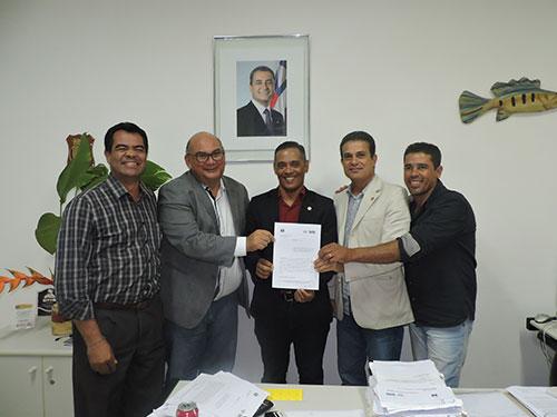 Bahia Pesca e prefeitura de Itaetê assinam convênio para instalação de escritório e deputado solicita agilidade  na implantação do polo de piscicultura