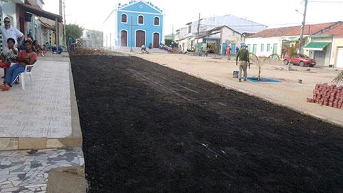 Mesmo em término de mandato e fim de ano, Albercinho continua realizando obras em Ituaçu