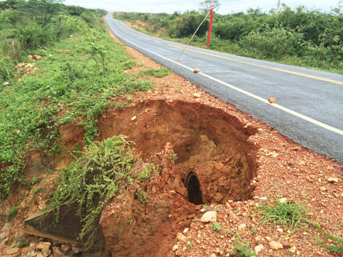 Em Maetinga trecho da BA – 623 pode ficar danificado se continuar chovendo