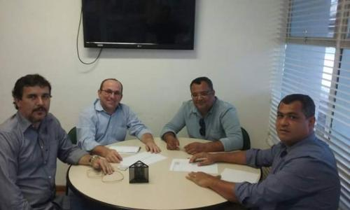 Prefeito de Jânio Quadros e Maetinga foram em Salvador em busca de benefícios para os seus municípios
