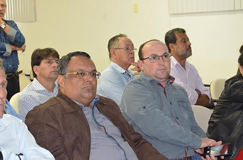 Em companhia do prefeito de Jânio Quadros, prefeito de Maetinga participa de assembléia do Consórcio Regional de Saúde em Brumado
