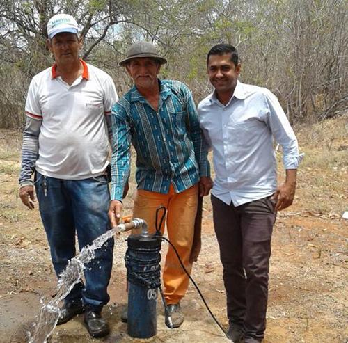 Prefeita de Malhada de Pedras e sua equipe de governo visitam a Associação dos Moradores da Fazenda Poço Dantas