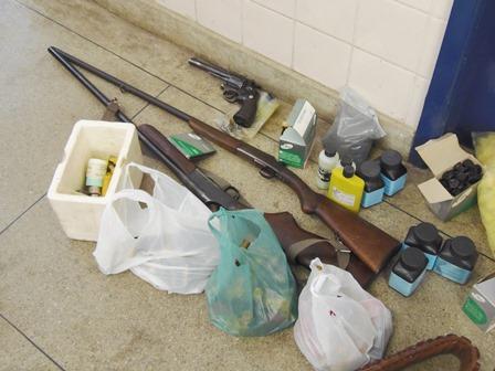 Mais armas apreendidas em continuidade de operação da polícia