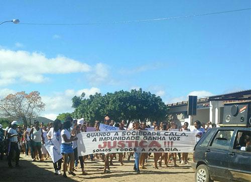 Em Paramirim muitas pessoas foram às ruas em protesto pela morte brutal de Maria