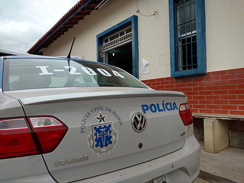 Aracatu: Esposa de homem encontrado morto queimado e com sinais de apedrejamento é presa acusada de participação no crime