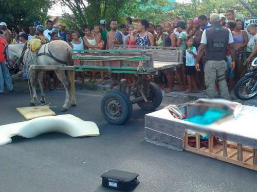 Mulher mata outra, esconde corpo em cama box e tenta fugir em carroça