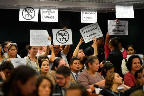 Comissão da Câmara aprova proposta de redução da maioridade penal