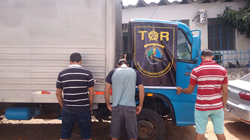 Guarnição do TOR recupera caminhão roubado durante blitz em Rio do Antônio; três pessoas foram conduzidas para a delegacia