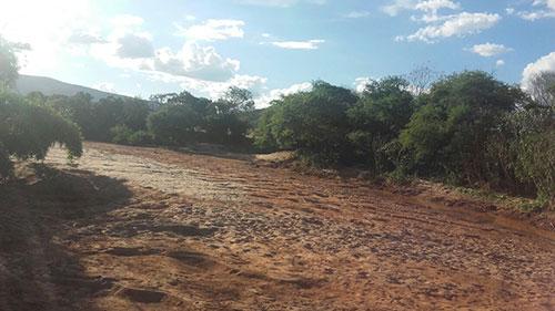 Com rio seco, moradores de tranqueiras em Ituaçu sofrem por não ter água para beber