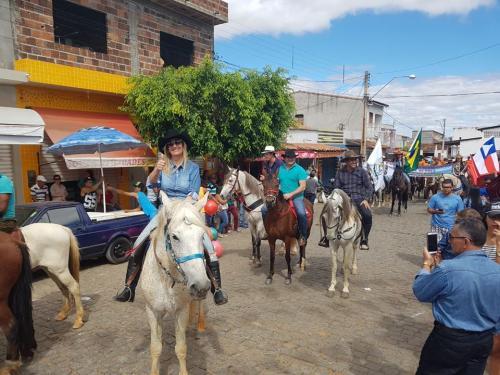 Desfile de Carro de Boi,cavalgada, Shows e realização da 5ª Feira de Animais marcaram os 55 anos de emancipação política de Malhada de Pedras