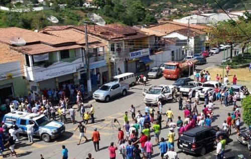 Ubaíra: Homem é feito refém por assaltante, comércio fecha as portas e cidade vive pânico