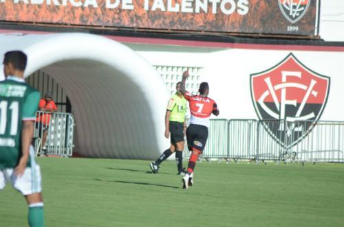 Vitória perde do Palmeiras, mas escapa do rebaixamento