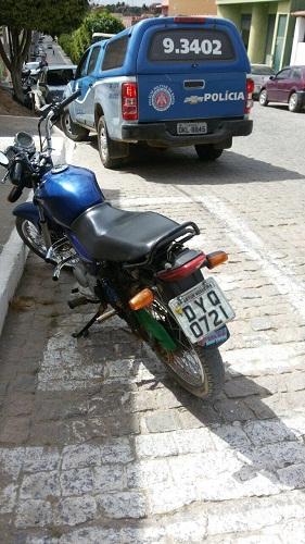 Polícia Militar recupera moto roubara em Aracatu