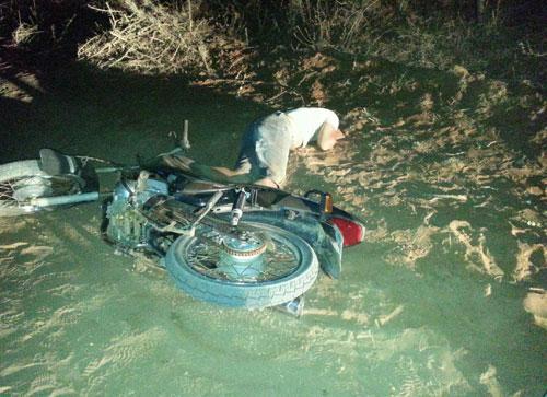 A caminho da casa da namorada; jovem morre em acidente de moto