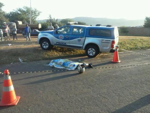 Homem morre ao cair de motocicleta na entrada de Paramirim