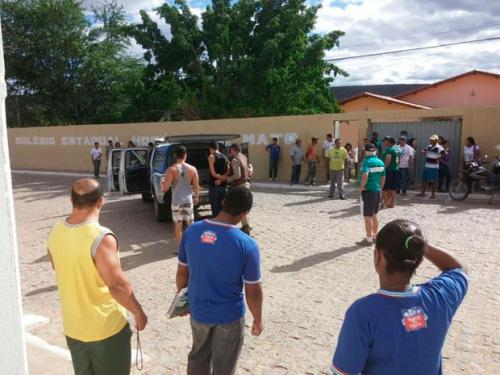 Adolescente invade escola na Bahia com facão e ameaça matar a diretora