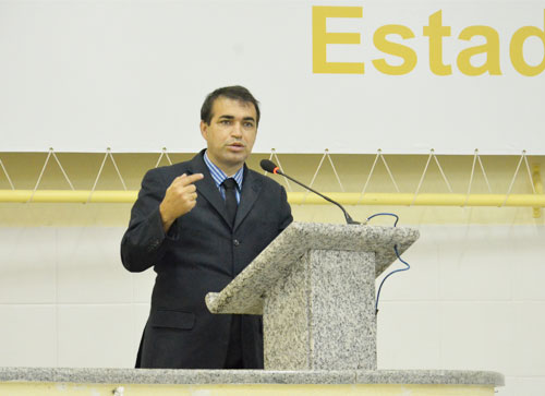 Licitação de gestão do presídio, sem início da obra, causa indignação à Alessandro Lôbo