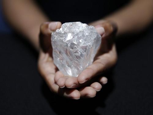 Sotheby's leiloará em Londres 'maior diamante bruto do mundo'