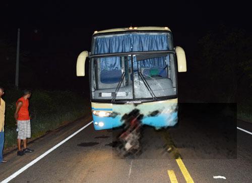 Homem morre ao ser atropelado por ônibus de empresa Interestadual em Aracatu
