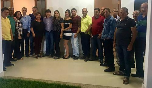 Prefeito de Aracatu recebe em sua residência a visita do Deputado Federal Sérgio Brito