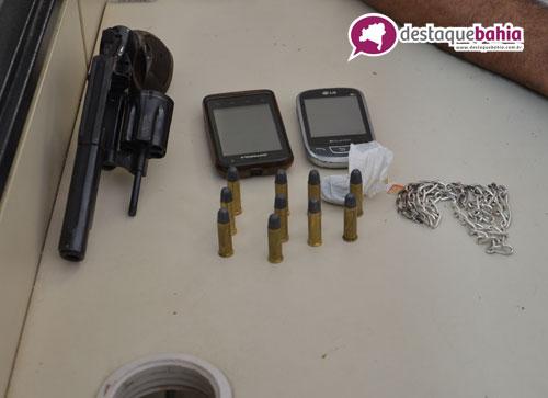 Arma, celulares e drogas são encontradas com suspeitos de terem praticado assalto na Agrossolo