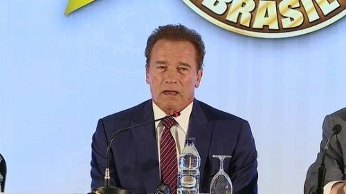 Schwarzenegger participa de feira de nutrição esportiva em São Paulo