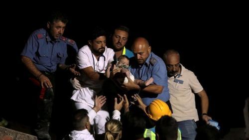 Terremoto deixa mortos e provoca pânico em ilha turística da Itália