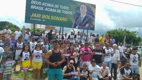 Simpatizantes de Jair Bolsonaro em Guanambi instalam outdoor em apoio à sua candidatura a Presidente da República