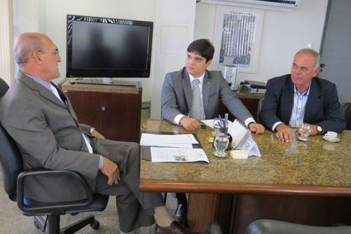 Vitor Bonfim e Aguiberto cobram reforço policial para Brumado