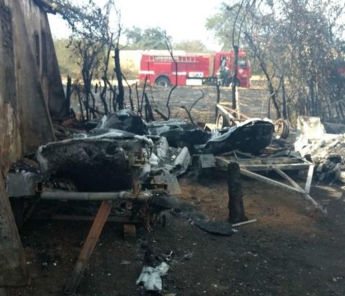 Conquista: incêndio atinge oficina e destrói 9 motos aquáticas, 2 lanchas e carro