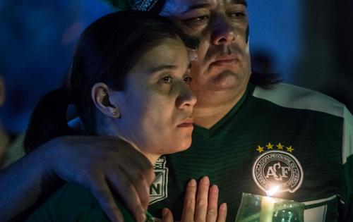 Cerimônia religiosa e vigília marcam 1 ano da tragédia da Chape