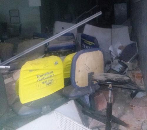 Quadrilha fortemente armada explode agência do BB em Malhada