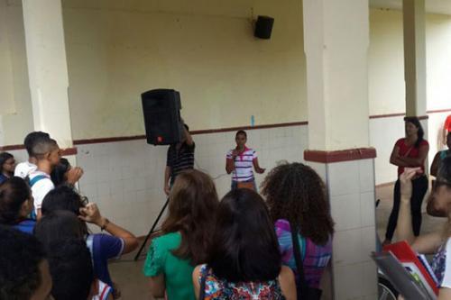 Terceirizados paralisam atividades por atraso de salários em Caculé