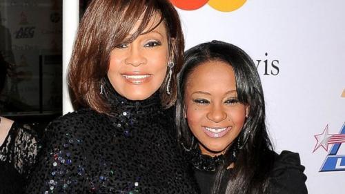 Médicos afirmam que 'nada mais pode ser feito' para tirar filha de Whitney Houston do coma, diz revista