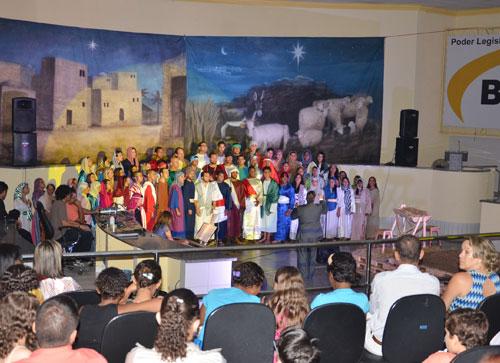 Coral da Adventista encantou os brumadenses com Cantata de Natal