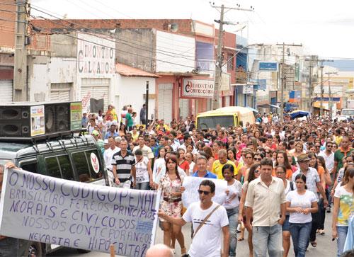 Milhares de pessoas participaram da Caminhada pela Paz em Brumado