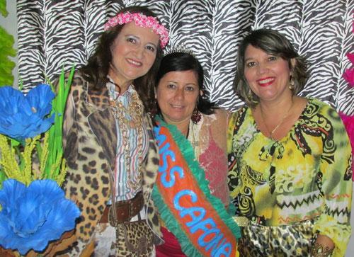 50 anos de Sara Risério é comemorado em estilo 'brega' com as amigas