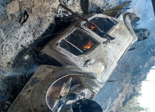 Veículo sai da pista, cai de ponte e pega fogo na BA – 142 próximo a Sussuarana