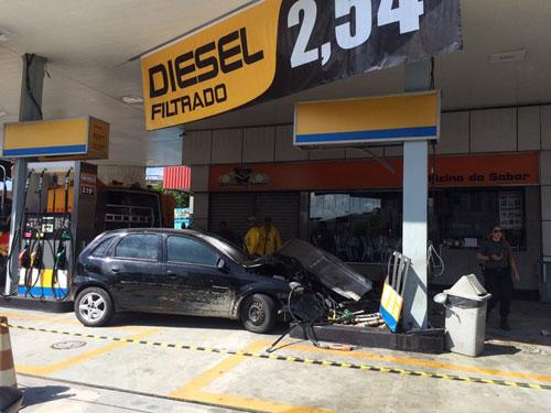 Motorista bate carro no Rio, e polícia encontra corpo no porta-malas