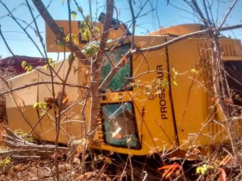 Carro-forte capota após disparo durante assalto no município de Coribe