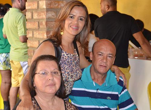 Amigos e familiares estiveram presentes no aniversário mais que especial de Alexandra Cardoso