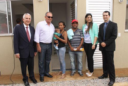 Residências dos Conjuntos Brisa I e II foram entregues; prefeito participou da cerimônia