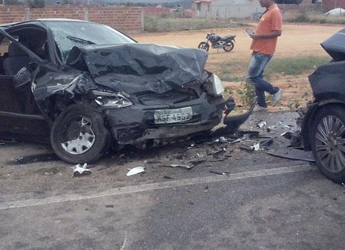 Acidente grave, dois veículos colidem frontalmente na BA – 262, trecho Anagé / Aracatu
