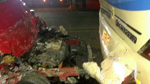 Veículo de passeio colide em fundo de ônibus na BR - 030 em Guanambi e uma pessoa morre