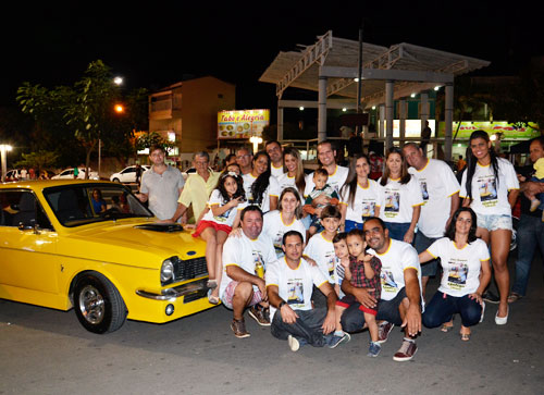 Familiares de 'Galego do Corcel' o homenageou no encontro de carros antigos